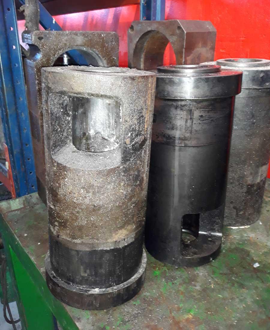 Confronto: a sinistra il contenitori sporco, a destra il contenitore già trattato con REMOVAL DV 19